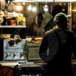 New York Amerika straatverkoper in de nacht