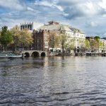 Koninklijk theater Carre aan de Amstel in Amsterdam met zijn bruggen